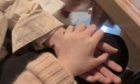 qq手控情侣头像一人一张 情侣牵手低调秀恩爱头像