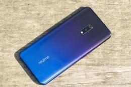 realme x手机需要贴膜吗 realme x手机自带贴膜吗