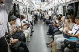 坐地铁严禁手机外放是怎么回事 坐地铁严禁手机外放是什么情况