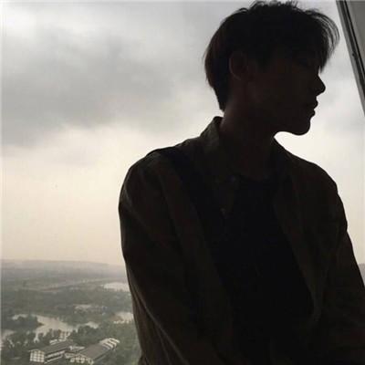 2018微信头像男生成熟魅力黑白 2018最新微信头像男沧桑黑白图片