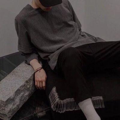 落寞帅气的男生伤感微信头像 有意境的显成熟的男生头像2018精选