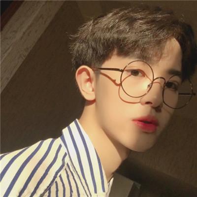抖音最火头像男帅气戴眼镜 2018最新帅气最亮眼男生抖音头像图片
