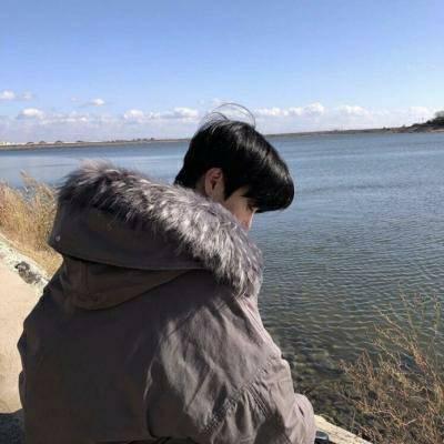 2018QQ男生背影头像个性帅气小清新 唯美帅气小清新背影男生头像2018最新_52z.com