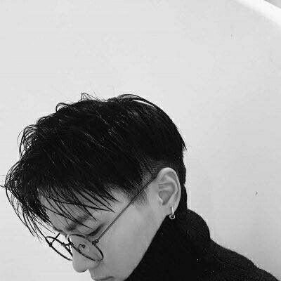 霸气男生头像黑白酷帅2019精选 2019最新男生头像霸气超酷黑白图集