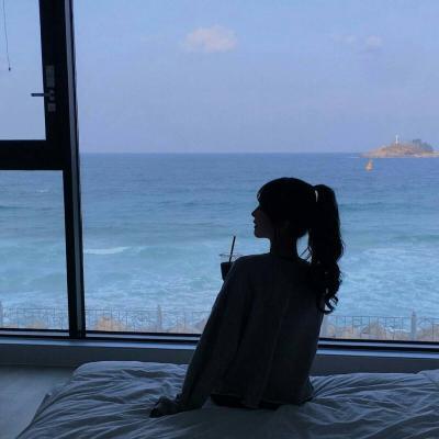 好看又吉利的微信头像女生海边背影 微信头像女生简单气质背影海边_52z.com