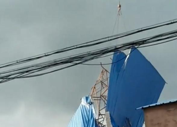 楼房房顶被风掀飞是怎么回事 楼房房顶被风掀飞是什么情况_52z.com