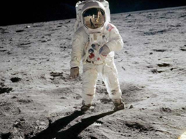 首次登月搞笑镜头是怎么回事 首次登月搞笑镜头是什么情况_52z.com