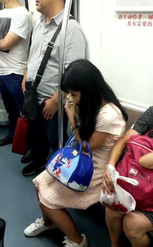 长沙地铁霸座老人是怎么回事 长沙地铁霸座老人是什么情况