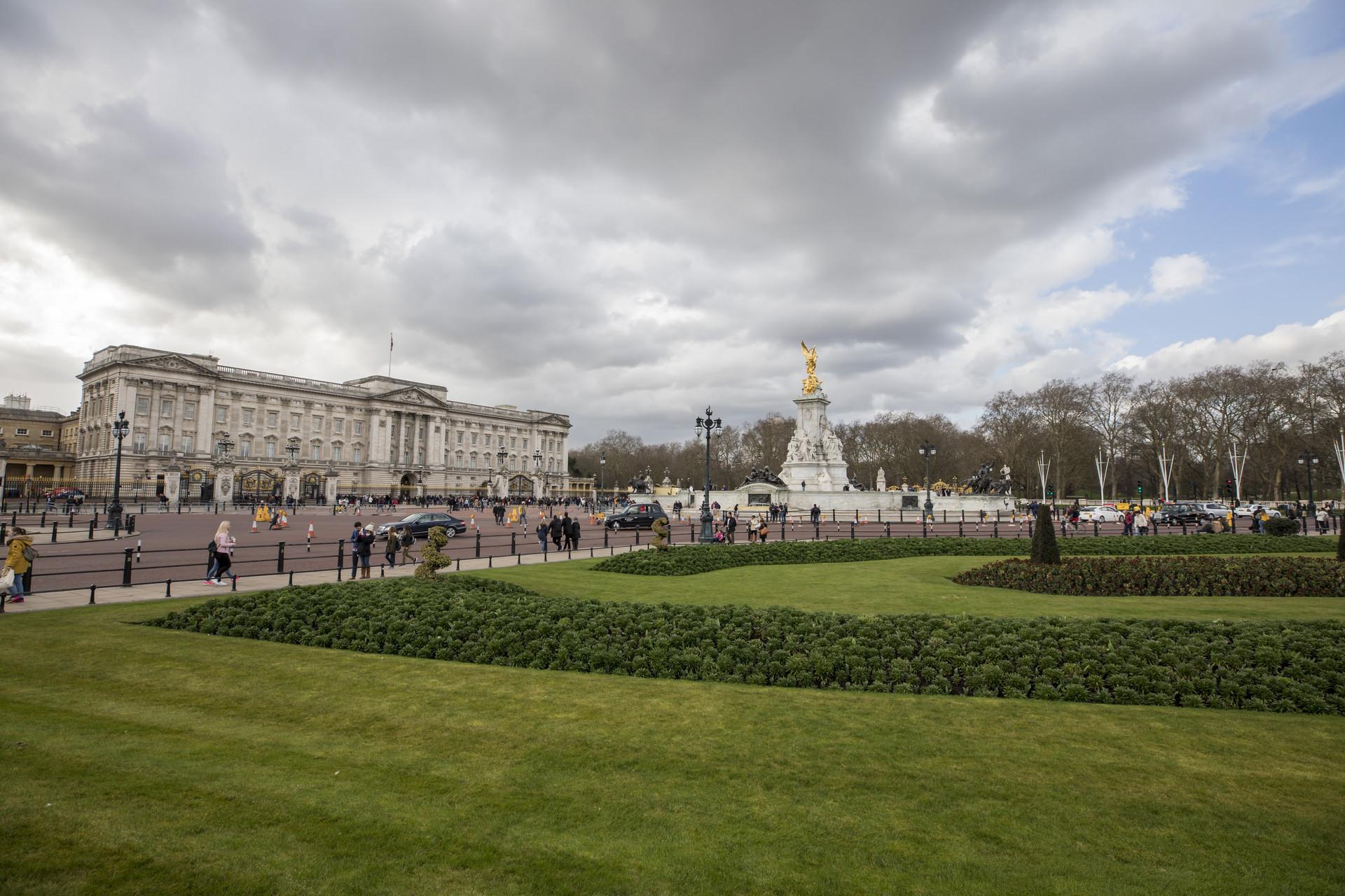 女王身家16亿英镑是怎么回事 女王身家16亿英镑是真的吗_52z.com
