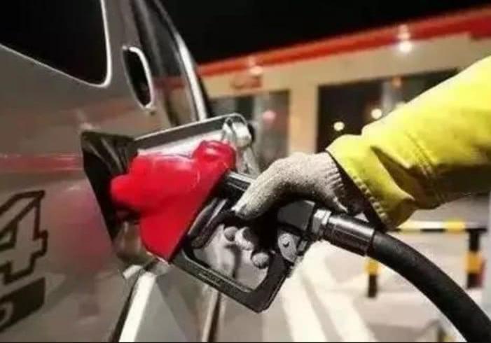 今晚油价上涨是怎么回事 今晚油价上涨是真的吗_52z.com