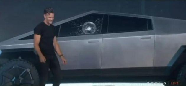 特斯拉玻璃翻车是怎么回事 特斯拉玻璃翻车是什么情况