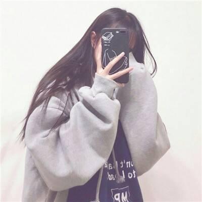 2020微信头像经典可爱女生手机控 小清新手机控女生精致优雅头像_52z.com