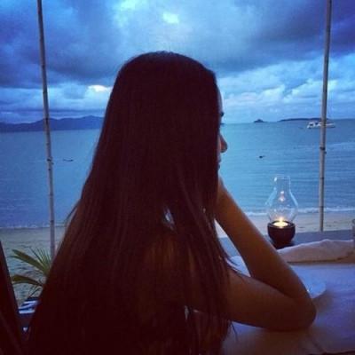 孤单女生唯美伤感图片 唯美悲伤孤单女生意境伤感图片